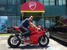 Another happy Panigale rider hits the road!