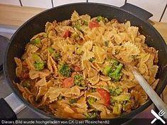 Brokkoli - Hackfleisch - Topf mit Nudeln -mehr Flüssigkeit, ansonsten lecker:)