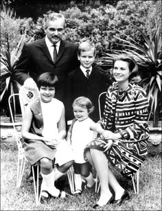 La Princesse Stéphanie De Monaco en 1967, avec Grace, Rainier, Caroline, Albert