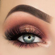Peachy smokey eye.
