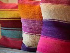 Resultado de imagen para pieceras a telar Manta Crochet, Textiles, Comfortable Fashion, Hand Weaving, Diy And Crafts, Cushions, Stripes, Tapestry, House Design