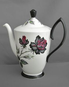 """Royal Albert, vintage china tea pot, 19cm (7.5"""") tall, Masquerade black c1950s. Just gorgeous!!  I would use this for Gōngfū Chá (or traditional Chinese) tea ceremony.  (PDD) ❤❤❤❤"""