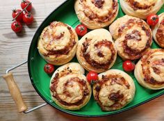 Pizzasnurrer Mutti Norwegian Food, Norwegian Recipes, A Food, Food And Drink, Everyday Food, Lunches And Dinners, Food Inspiration, Lunch Box, Pizza