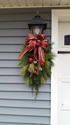 10 Most Pretty Christmas Decoration It's relevant applicable appropriate correct proper right here: Our closing Christmas adorning data! Deck the halls (and every single room in your personal dwelling) with our largest Christmas decoration ideas. Large Christmas Decorations, Diy Christmas Lights, Christmas Swags, Christmas Fun, Christmas Porch Ideas, Christmas Decorating Ideas, Christmas Staircase, Snowman Decorations, Holiday Ideas