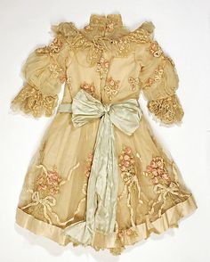 Wedding Ensemble (Bridesmaid)  (a) Attributed to House of Paquin  (French, 1891–1956)    Date:      early 20th century  Culture:      French  Medium:      silk, straw