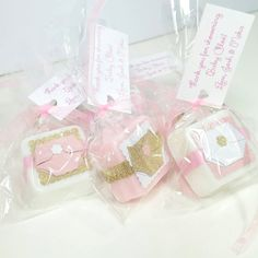 Our Brand new design, Diaper baby shower favors made with handmade shea butter mini soaps. They are shown in pink white and gold in the main picture but are available to match any color theme. The soaps measure approx 1 1/4 across and about 1/2 thick and weigh approximately 1 oz each. Each favor comes with an ingredients label so your guests know what is in their soap. These are also available in 2-4 ounce soaps. (message me for more info) --Orders of 36+ come packaged in nice boxes you…