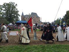 Ritteraufmarsch bei den Ritterspielen auf Burg Satzvey http://www.ausflugsziele-nrw.net/ritterspiele-burg-satzvey/ #Burg #Satzvey #Mechernich #Ritter #Ritterspiele #Knights