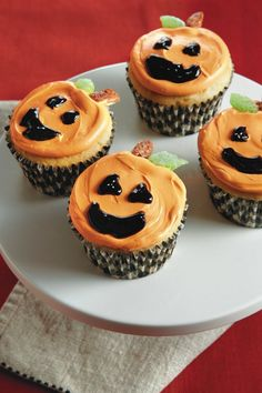 Halloween cupcakes using canned pumpkin, cake mix and cream cheese frosting!