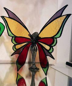 Tiffany glas in lood beeldje van een elf of fee met gekleurde glazen vleugels en een massief tinnen lijfje, prachtig engeltje