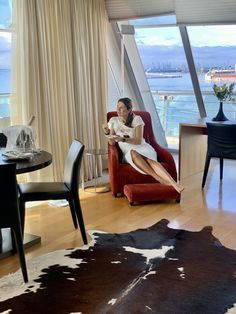 Check in στο Daios Luxury Living! Thessaloniki, Luxury Living, Best Hotels, Floor Chair, I Am Awesome, Check, Furniture, Home Decor, Homemade Home Decor
