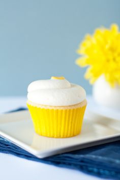 Lemon Cupcakes with Lemon Cream Cheese Frosting : had a lemon cupcake from Crazy Cakes today and now I have a craving to re-create it!