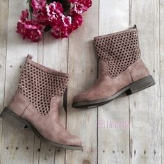 """taupe ankle boots. nwot New, comes without box. Taupe color. Great design. Round toe. Pull on. 1 inch heel.  ❌ No trades or off Poshmark transactions.   Quick shipping.   Offers welcome through """"Make an Offer"""" feature.    Bundle discount.   ❔ Feel free to ask any questions. Mudd Shoes Ankle Boots & Booties"""