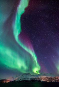 La danse des aurores boréales dans le ciel norvégien.