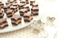 Todays christmas recipe is raw vegan, gluten-free, sugar-free stars. With a dreamy-creamy filling! Heavenly delicious and sooo nice to look at . Raw Dessert Recipes, Vegan Gluten Free Desserts, Raw Vegan Recipes, Vegan Treats, Paleo Dessert, Baking Desserts, Raw Vegan Cheesecake, Raw Vegan Cake, Raw Cake