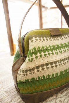 ♡ Weaving Projects, Weaving Art, Hand Weaving, Fabric Art, Woven Fabric, Korit, Swedish Weaving, Scarf Tutorial, Green Purse