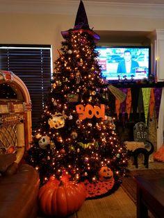 Halloween tree. :) | Halloween Culture: Every Day is Halloween ...