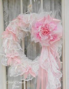 It's no wonder these 22 Versatile Shabby Chic Christmas Wreaths That Can Be Used All Year Round are so popular, consider designing one of your own. Couronne Shabby Chic, Shabby Chic Kranz, Rosa Shabby Chic, Shabby Chic Mode, Shabby Chic Wreath, Style Shabby Chic, Shabby Chic Crafts, Vintage Shabby Chic, Shabby Chic Christmas