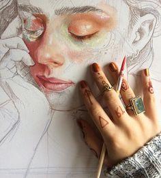 Pintura leve feita em quadro.