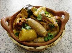Making Tapado Olanchano in Honduras Latin American Food, Latin Food, Honduran Recipes, Mexican Food Recipes, Tapas, Honduras Food, Curry Stew, Dumpling Recipe, Weird Food