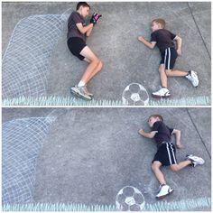Resultado de imagem para chalk drawings for kids Chalk Photography, Children Photography, Photomontage, Foto Sport, Art Pictures, Photos, Photographs And Memories, Sidewalk Chalk Art, Pic Pose