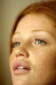 Beautiful freckles: Cintia Dicker