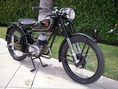 Hungarian motorbike Csepel Danuvia 125 from 1957 Classic Bikes, Classic Cars, Super 4, Old Motorcycles, Vintage Bikes, Car Accessories, Motorbikes, Vehicles, Mopeds