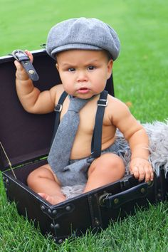 Baby boy outfit newsboy set including baby newsboy hat, baby long tie or bow tie Baby Boy Pictures, Newborn Pictures, Fotos Baby Shower, 6 Month Baby Picture Ideas, Baby Suspenders, Cake Smash Outfit Boy, Baby Boy Photography, Foto Baby, Baby Poses