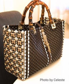 Pin by Millina on Straw Weaving Art Sacs Design, Plastic Canvas Stitches, Diy Bags Purses, Work Bags, Craft Bags, Basket Bag, Beaded Bags, Knitted Bags, Creations