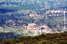 Australien - Blick vom Mt. Ohlsen in den Wilpena Pound. Teilweise recht schwieriger Wanderweg auf den Mt Ohlsen. www.weltreisender.net Foto: Ingo Paszkowsky
