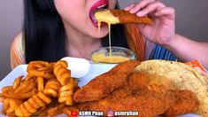 Cr: Food:spicy fried chicken,curly fries,crunchy tacos and chesse sauce Spicy Fried Chicken, Food Vids, Asmr Video, People Eating, No Cook Meals, Food Hacks, Cravings, Food Porn, Yummy Food