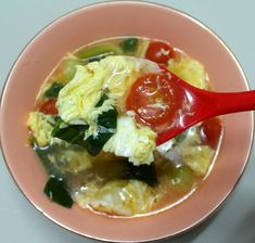 토마토 요리하면 건강만 챙긴 맛없는 요리라고 생각하시는데요. 오늘은 토마토를 좋아하지 않으시는 분들이라도 맛있게 드실 수 있는 방울토마토 달걀탕 만드는 방법 소개해 드릴게요^^  전분물을 많이 사용하는.. Korean Rice, Korean Food, Kimchi, Guacamole, Tasty, Yummy Yummy, Brunch, Food And Drink, Soup