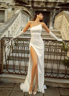 Satin wedding dress JINA with a small train and open shoulder Pretty Dresses, Beautiful Dresses, Casual Summer Dresses, Sexy Formal Dresses, Wedding Gowns, Petite Wedding Dresses, Classy Wedding Dress, Slit Wedding Dress, Civil Wedding Dresses