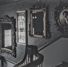Victorian mirrors gothic, vintage love the frames Gothic Aesthetic, Slytherin Aesthetic, Aesthetic Black, Credence Barebone, Wallpaper Harry Potter, Southern Gothic, Bellatrix, Gothic House, Victorian House