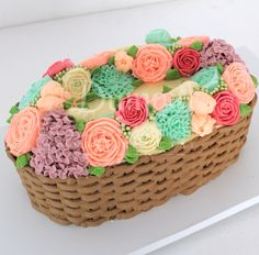 Oval basket with buttercream floral arrangement. The cake inside has 2 flavours: lapis surabaya and mocca cake. And the spring blossom has english rose, chrysanthemum, ranunculus, tulip, rose and lilac. Specially designed for my mom's birthday :) #buttercreamcake #buttercreamflowercake #flowercake #dumontcake
