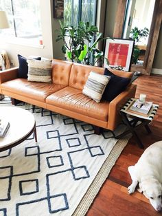 Tips That Help You Get The Best Leather Sofa Deal. Leather sofas and leather couch sets are available in a diversity of colors and styles. A leather couch is the ideal way to improve a space's design and th Mid Century Living Room, Home Living Room, Living Room Designs, Apartment Living, Apartment Interior, Room Interior, Apartment Ideas, French Apartment, Cozy Apartment