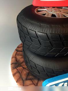 Your Cake. Tarta Neumáticos. Wheel fondant cake