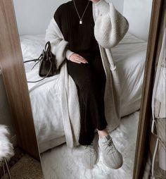 Hijab Fashion Summer, Modest Fashion Hijab, Modern Hijab Fashion, Street Hijab Fashion, Modesty Fashion, Hijab Fashion Inspiration, Winter Fashion Outfits, Muslim Fashion, Mode Inspiration