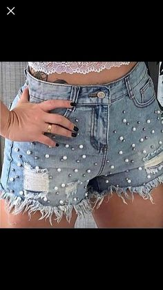 Sequin Shorts, Diy Shorts, Diy Clothes Jeans, Diy Ripped Jeans, Jean Short Outfits, Short Women Fashion, Embellished Jeans, Short Tops, Fashion Outfits