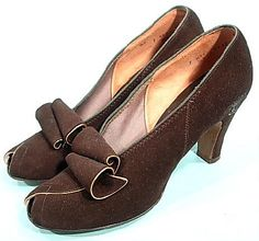1938 Pumps by DuCette, Strauss-Hirshberg. This reminds me of little shaved chocolate curls on a cake