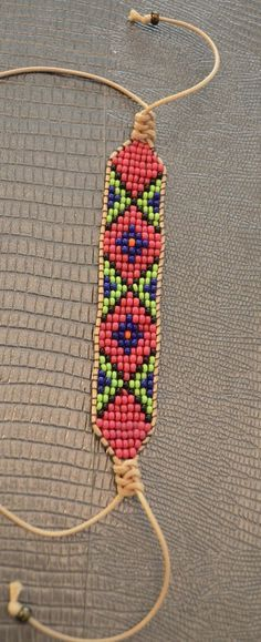 How to finish off loom beads with macrame weave Loom Bracelet Patterns, Bead Loom Bracelets, Bead Loom Patterns, Jewelry Patterns, Beading Patterns, Beading Ideas, Diy Crafts Jewelry, Handmade Jewelry, Bead Jewellery