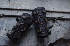 Zwart metalen post apocalyptische bracers van EEKSEYE op Etsy