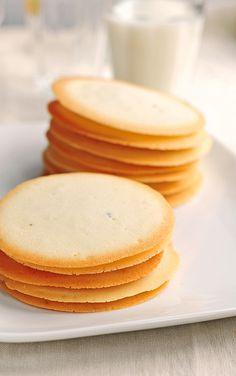 nabisco brown edge cookie recipe Recipe images for British and Irish cooks, delicious recipes to discover, cooking. Baking Recipes, Cookie Recipes, My Recipes, Dessert Recipes, Favorite Recipes, Brownie Cookies, No Bake Cookies, Yummy Cookies, Biscuits