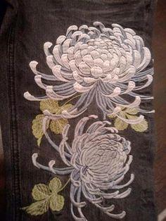 crysanthème brodé                                                                                                                                                                                 Mehr