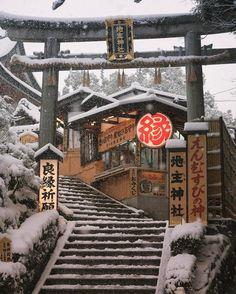 "1,247 Likes, 32 Comments - Atsuko U (@atsukoushio) on Instagram: ""Jishu Jinja Shrine 地主神社 2017/1/15 The shrine stands in the compound of Kiyomizudera temple. If…"""