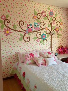Little girls room with pokedots and owls!! Love it ♥