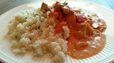 Ingrediënten voor 4 personen: – olijfolie – 1 ui (gesnipperd) – 1 el paprikapoeder – 1 el chilipoeder – 1 rode paprika (in stukken) – 600 gr kipfiletblokjes R…