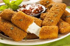 Delicious and crispy recipe for Deep Fried Mozzarella Cheese Sticks that are every popular for game night munchies or movie night snacks. Healthy Mozzarella Sticks, Mozzarella Cheese Sticks, Queso Mozzarella, Mozzerella, Fried Cheese Sticks, Cheese Fries, Trans Fat Foods, Queso Frito, Mozzarella Sticks