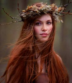 Well it& November. Time to change the sunflowers in my hair to cinnamon S. - Atelier Fräulein C. Rides Front, Ginger Girls, Foto Art, Beautiful Redhead, Woodland Wedding, Ginger Hair, Shades Of Red, Freckles, Auburn Hair