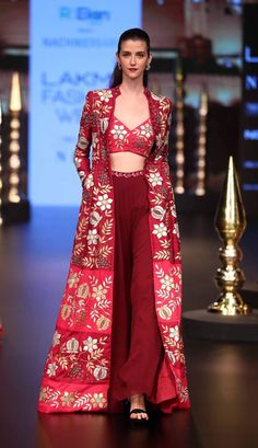 New bridal couture indian wedding outfits ideas Indian Fashion Dresses, Dress Indian Style, Indian Gowns, Indian Designer Outfits, Indian Attire, Designer Dresses, Designer Ethnic Wear, Indian Fashion Trends, Indian Wedding Outfits