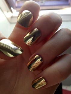 gold fingernails
